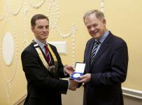 IMO President Dr Trevor Duffy presents the Doolin medal to Professor Aidan Halligan